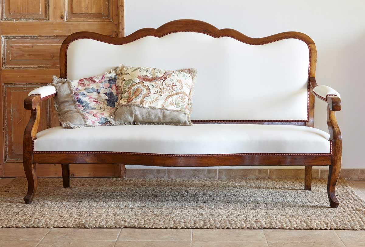 Exemple de restauration / couverture de canapé de style